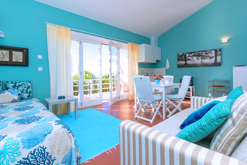Quinta dos Raposeiros Holidays in Ericeira Kids Pool Beach Surfen Nature